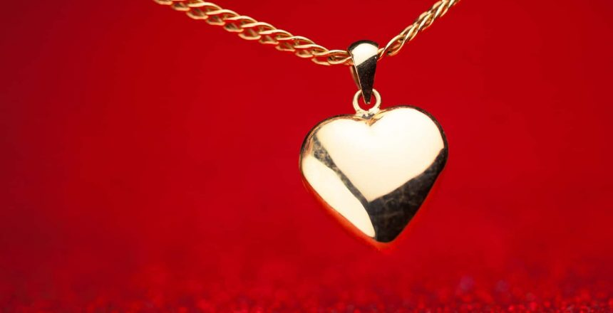 A gold heart pendant can be purchased as part of a cremation jewelry set.